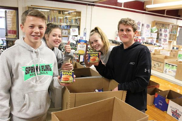 Kiwanis fill, distribute Christmas food boxes